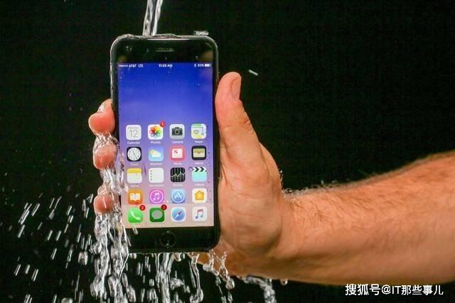 原创            iPhone 11浸泡在水中8个月还能正常使用 消费者该信吗?