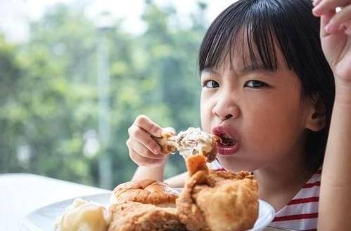 """儿科医生眼中""""黑名单""""肉:没营养更不健康,你还敢让娃多吃?"""
