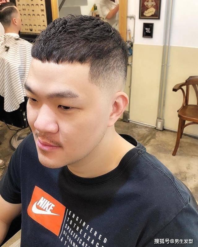 """原创             男生留""""两边渐变""""发型太帅了!今年就剪这4款,干净利落显精神"""
