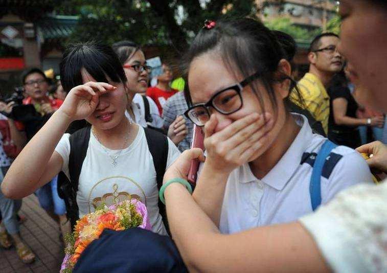 小县城高考生的无奈:靠文化课考大学太难,只能花大价钱参加艺考