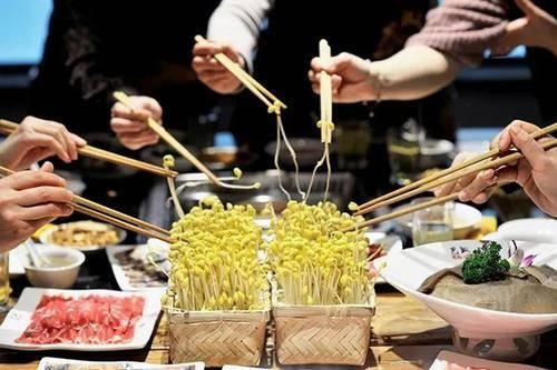 餐饮业十大发展趋势:洗牌、资本、供应链、机器人……