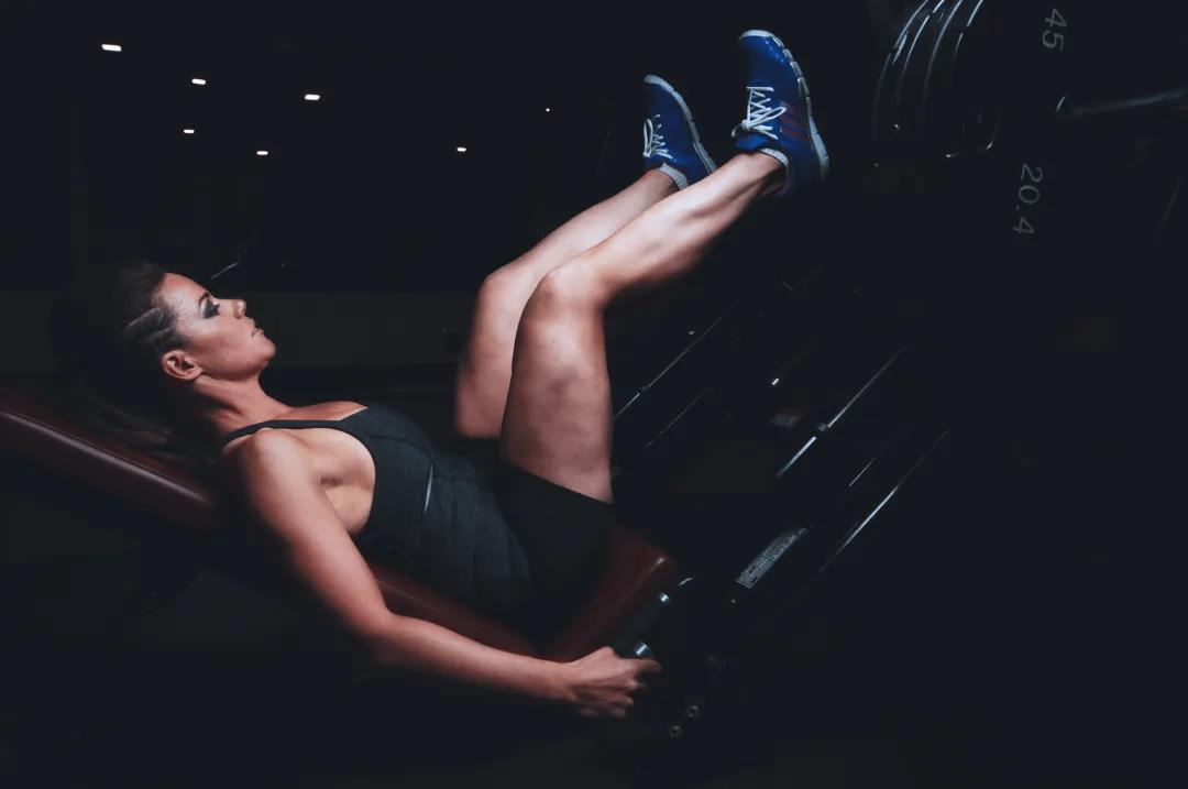 话题   健身圈的最低端鄙视链,死肌肉到底死在哪?_运动