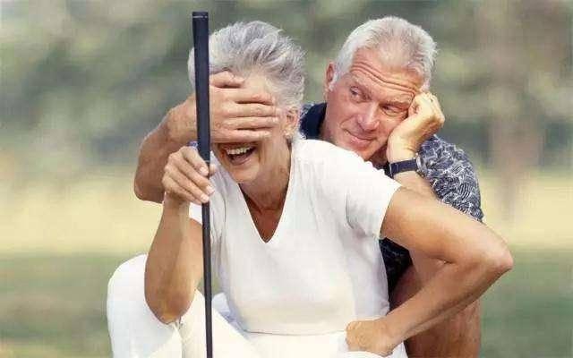 """五十岁后不想寿命短,提醒:避免这4个""""久"""",长寿与你有缘"""