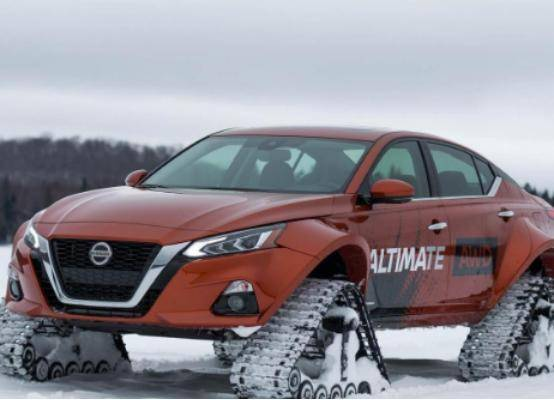 这辆车子在雪地上跑的居然比跑车还快!一款没有轮胎的车子