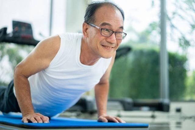 50岁之后,男性健康开始下坡路?提醒:做好4件事,疾病去一半