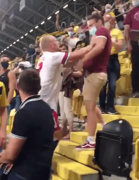 德国杯首轮赛后爆发冲突 汉堡球员冲上