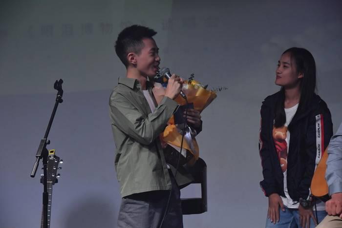 郑兴北京演讲和演唱会将用音乐诠释人生历程中的《眼泪博物馆》。