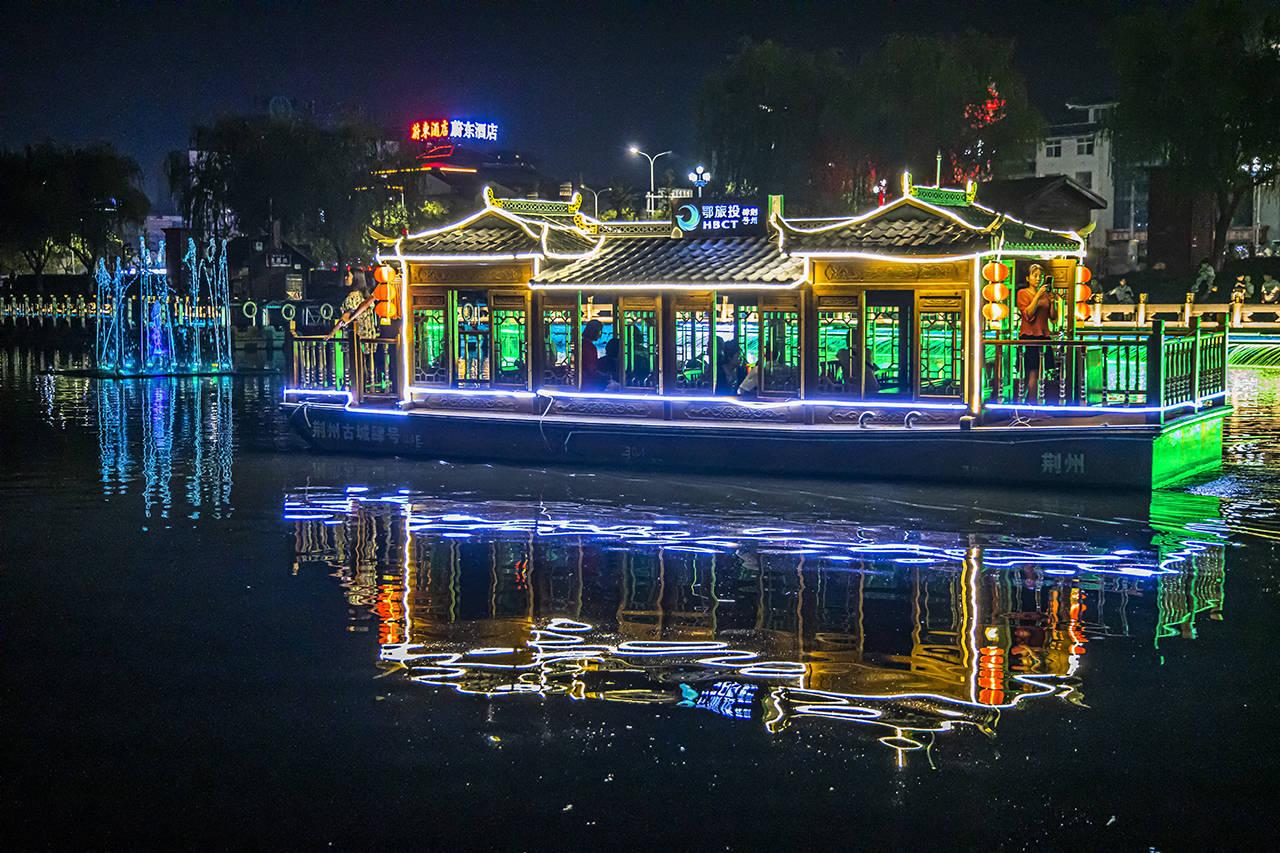 原创             古城夜游新亮点,这座历史古城,把城·水·光·影之美发挥到极致