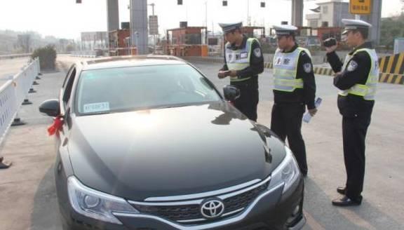 """开车时忘带驾驶证就属于""""无证驾驶""""?交警:拿出这个,就不算!"""