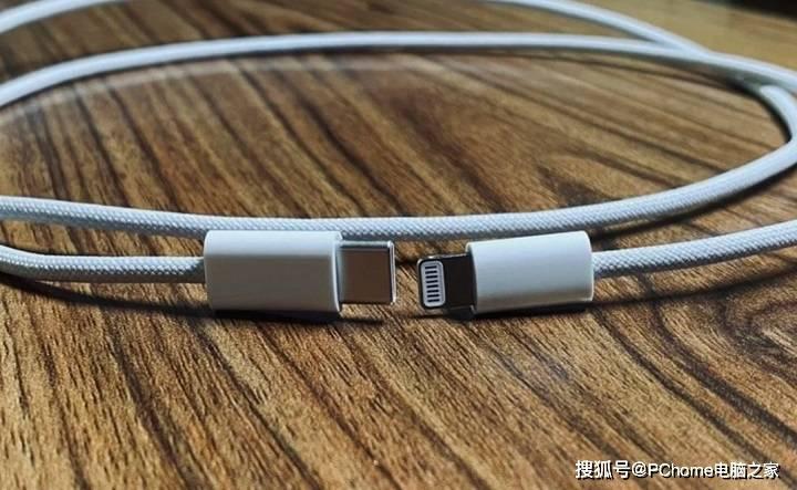 iPhone 12数据线照片再曝光 似乎真采用编织设计?