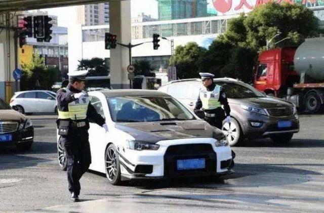 汽车改装不仅会被罚款 甚至在发生事故时