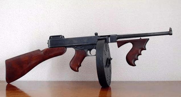 号称芝加哥打字机,二战最牛冲锋枪,美制汤姆逊冲