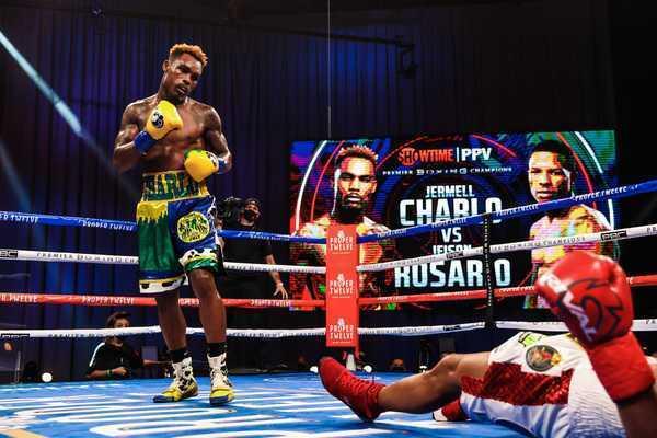 小查洛8回合KO罗萨里奥 成为WBC/WBA/IBF三冠王