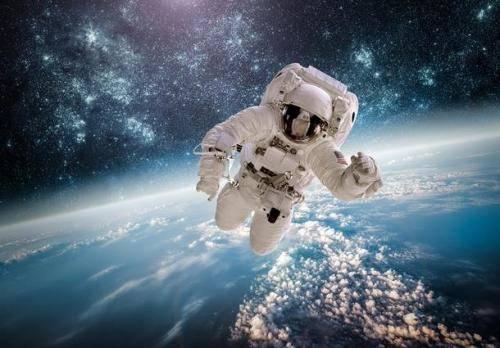 中国航天员航天工程预备航天员选拔,18人入选,其中男17人,女1人 中国的航天
