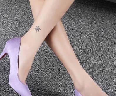 尖头细高跟鞋 延伸腿部曲线 展现行走时的时尚之美!