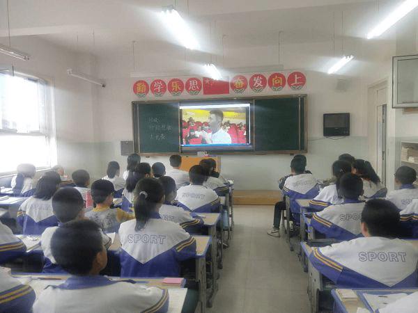 偏关大队在所辖学校师生网络中组织安静开放的消防直播课