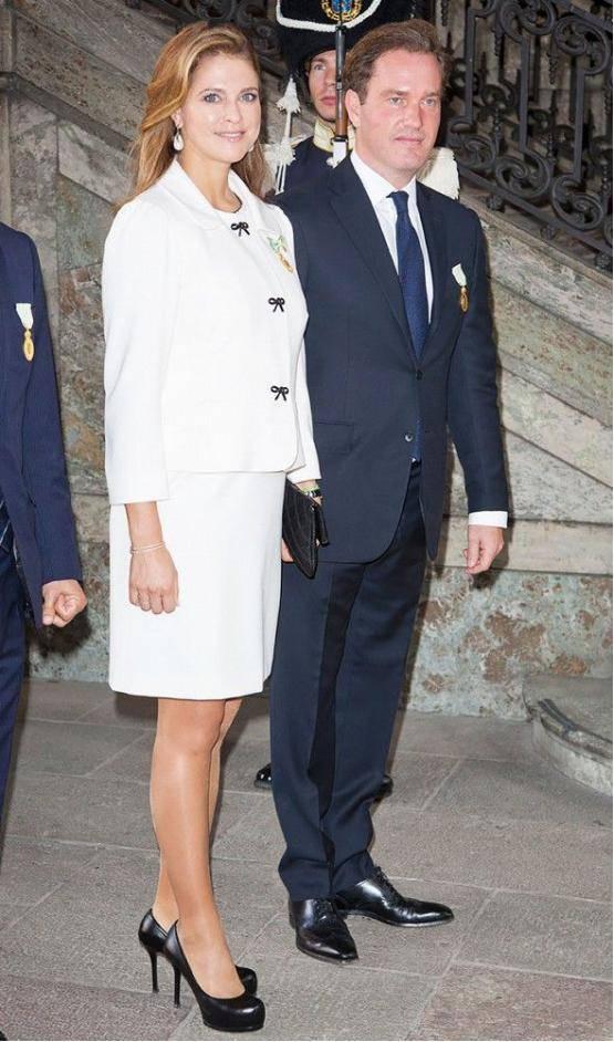 原创             素颜出街被嘲大妈?瑞典最美公主和家人被拍,婚前婚后两个人