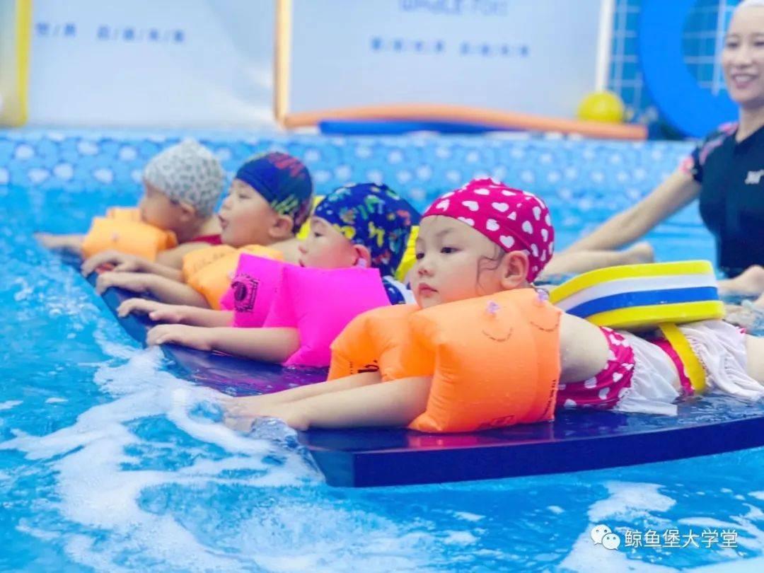 张蓝艺游泳馆照片