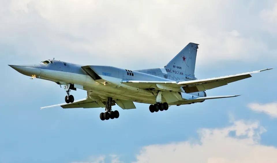 苏联数量最多的战略轰炸机,采用可变后掠翼,威慑西方四十余年!