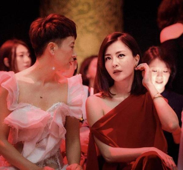 """刘紫真的是个""""气质玉男"""" 穿红色斜肩衣"""