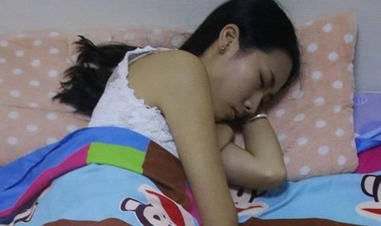 为什么睡觉时会出现「鬼压床」?谁容易
