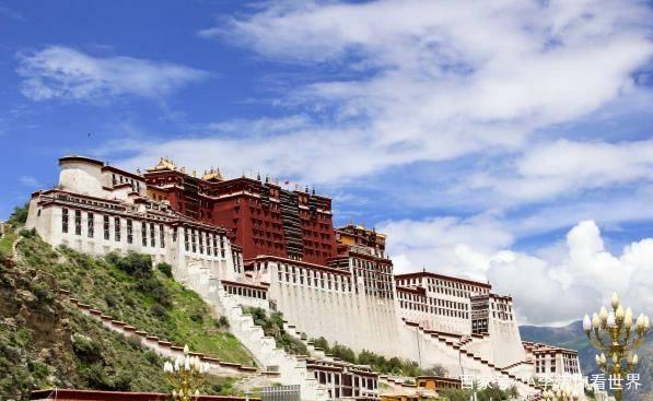 中国最豪气建筑,由30万吨黄金,无数珠宝打造,来源让人感动