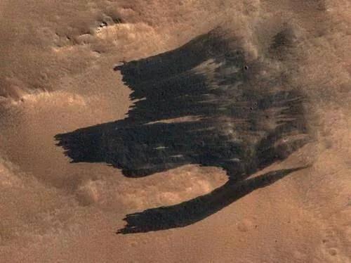 科学家在火星上发现了一种奇怪的地形 它像一只