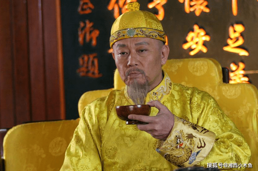 嘉庆皇帝:一上台就处死大贪官和珅,自己却被雷劈死了?