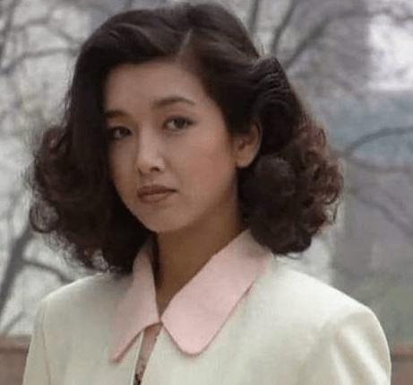 高曙光夫妇秀恩爱 小16岁富婆妻子身材火辣 网友:没江珊漂亮?