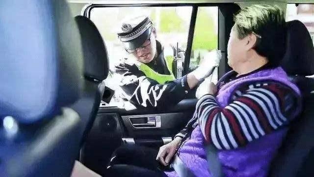 """""""亮窗行动""""将再升级!不管什么车违反罚200,车主:开个车太难"""