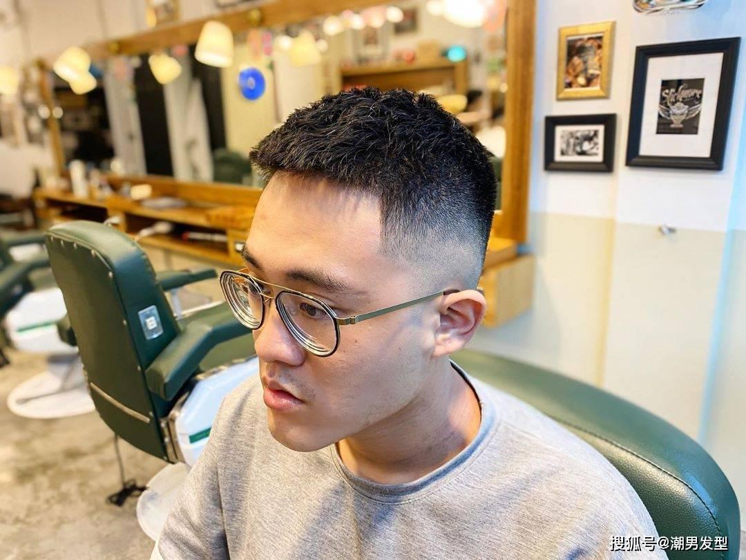 发型决定颜值,适合秋季剪的3款男生发型参考,让你帅整个秋天!