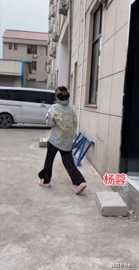 网曝39岁杨蓉现场发飙,愤怒呵斥围观者,与往日形象大不同