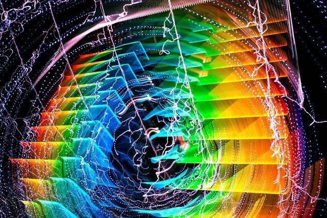 """第五个维度可以很好地解释怪异的""""量子现象"""""""