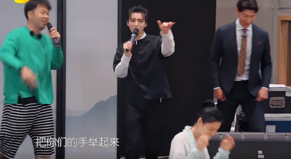 王俊凯终于不用躲避猜疑,让自己扎着辫