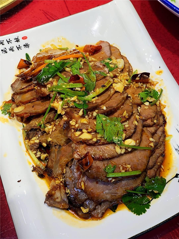 长春爸爸妈妈吃肉都去的餐馆,大肘子,各种熏酱,实惠美味