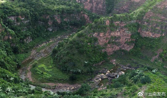 险、奇、峻、秀!金秋时节,云南虎跳滩大峡谷风景秀丽