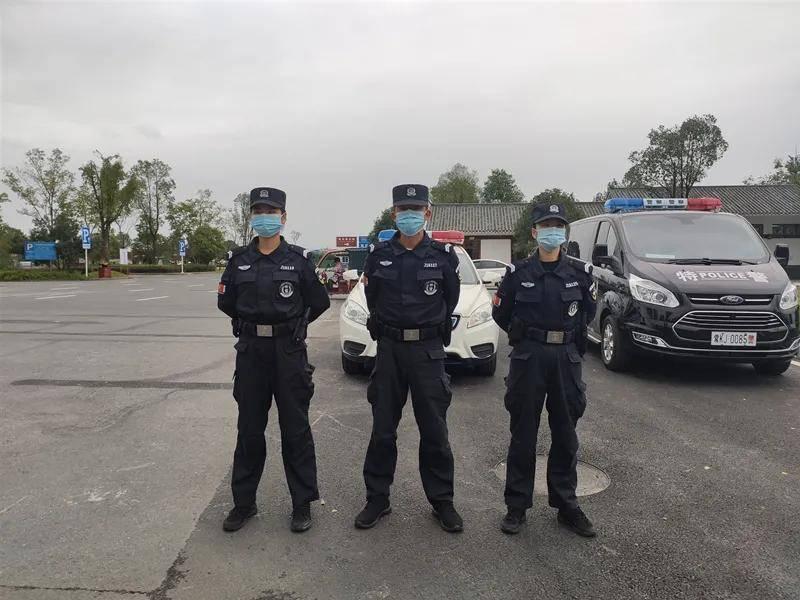 """桃花源旅游警察拍了拍您:""""来旅游,有事您说话!"""""""