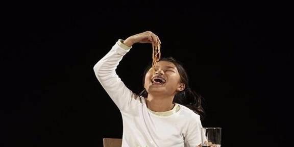 """""""一人食""""餐厅兴起:一个人享用美食,你想体验一下吗?"""