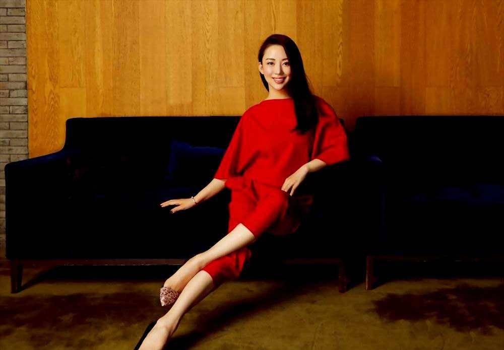 潘晓婷惊艳颁奖典礼,不一样的37岁,满脸胶原蛋白如少女