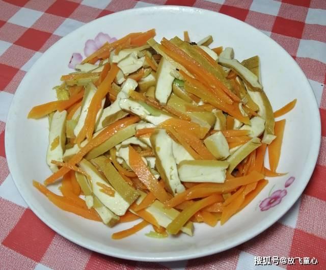家常胡萝卜炒香干这样做,三分钟出锅,简单又好吃,小窍门速收藏