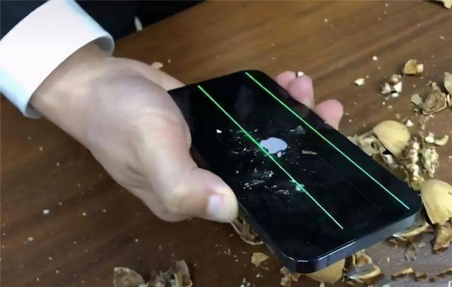 "iPhone12售后价格出炉,换屏""一口价""高达3299"
