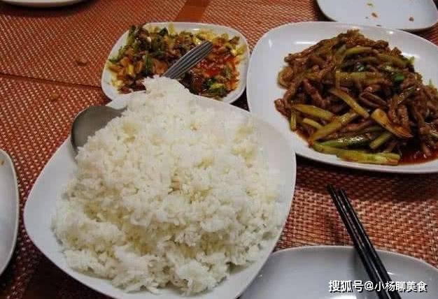 南方饭店米饭能免费续,为什么北方馒头却不能?原因很现实