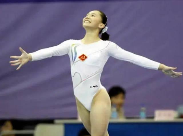 中国女子体操功勋,倒追丈夫八年