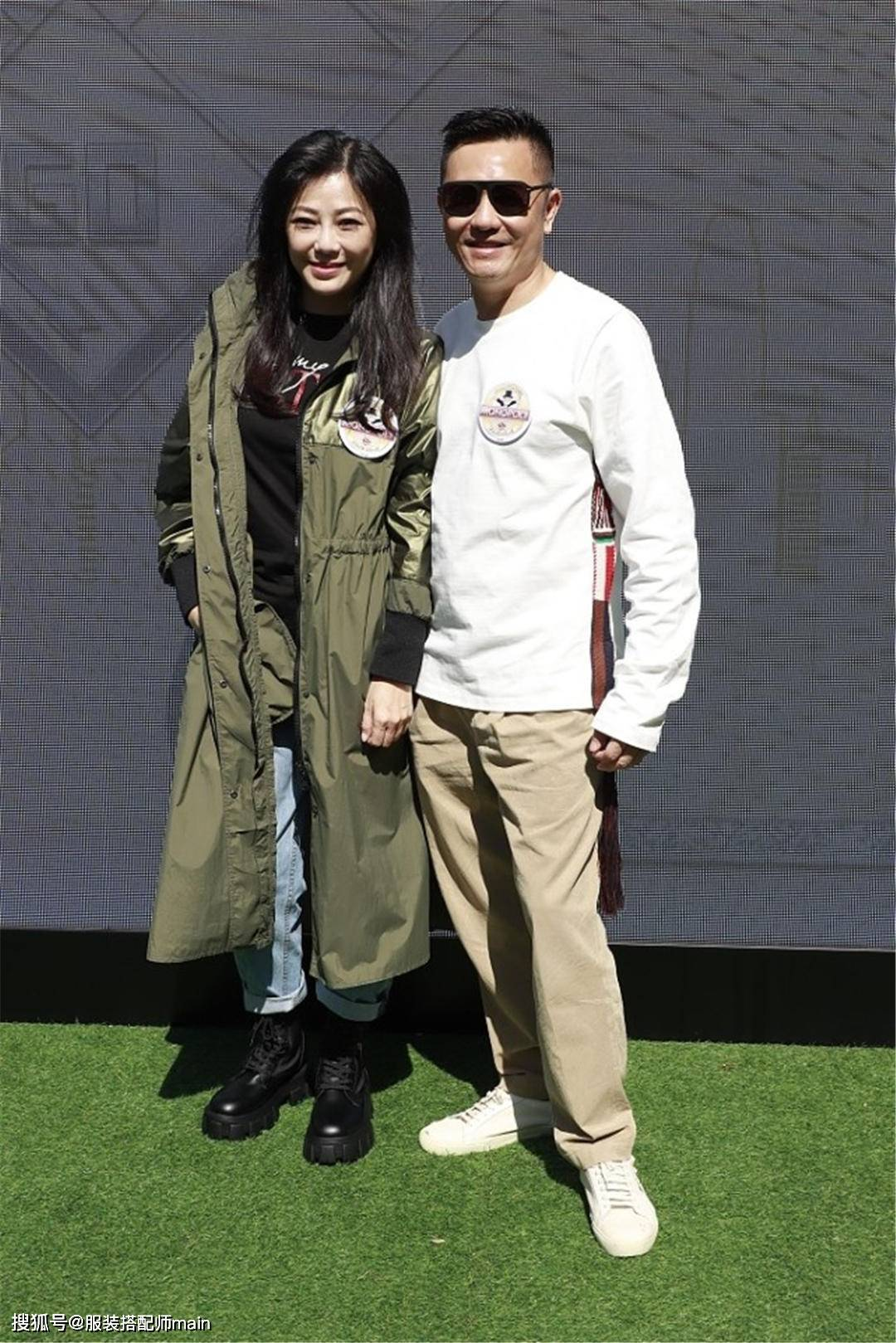 原创             苏志威夫妻同框真恩爱,老婆穿风衣简约干练,容貌天生丽质好迷人