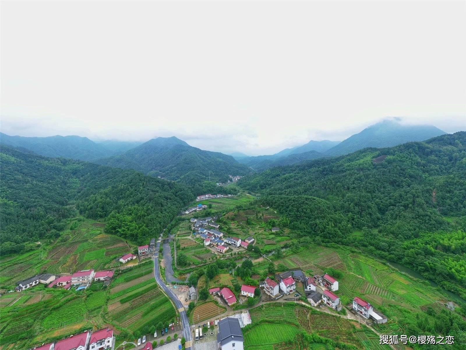 原创             这个中部省份创造历史,前三季度GDP超越上海,首次挺进全国前十