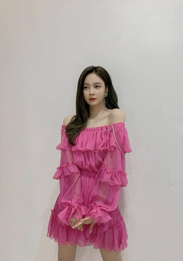 原创             沈梦辰越来越有女团样!穿粉色蛋糕裙大秀好身材,少女感十足
