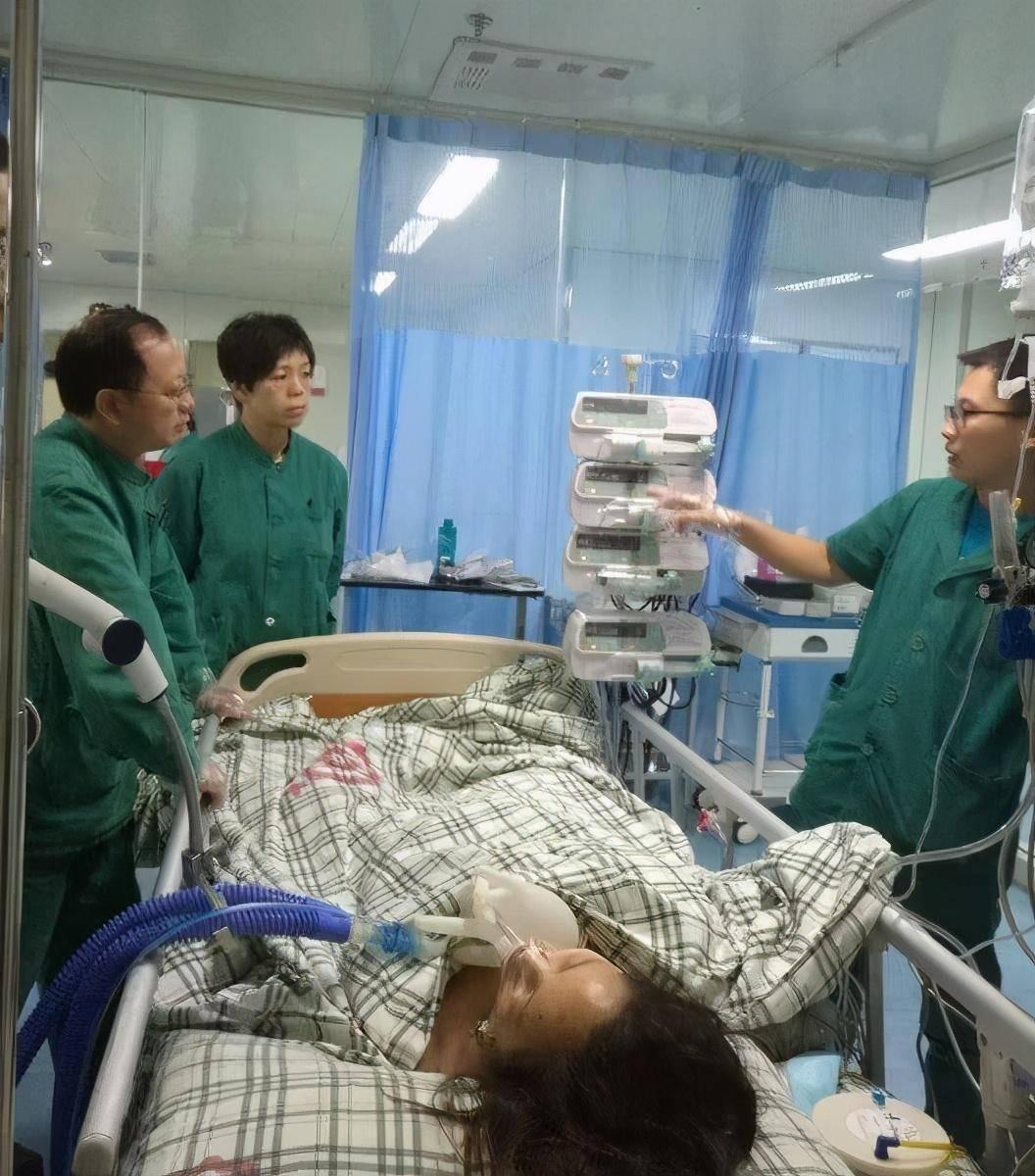 21岁女孩腹痛昏迷,医院内不治身亡,医生气愤 都是他男友害的图片