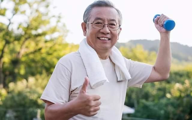 中老年人不运动怕身体差,运动又怕伤膝盖?教你3招身体越来越棒