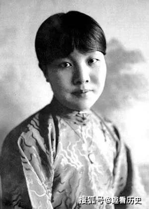 女神林徽因讨厌她,张爱玲不待见她,而她却活成了童话诗人的模样