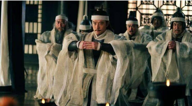宋朝大臣办丧事,门外爬进一群男人,太诡异,把妇女吓得乱跑